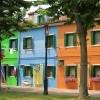 Burano je otok najpoznatiji po svojim šarenim kućama i izradi čipke