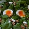 Salata s mladim špinatom, fetom i jajima