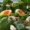 Salata s mladim špinatom, jabukom, fetom  i jajima