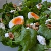 Salata s mladim špinatom, fetom, jabukom  i jajima