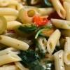 Tjestenina s paprikama, maslinama, rukolom i cherry rajčicama