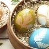 Uskrsna jaja ukrašena pomoću prirode u bojama