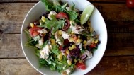 Pilećoj salati dodajte super zdravi dressing od posnog sira i uživajte u laganoj proteinskoj večeri