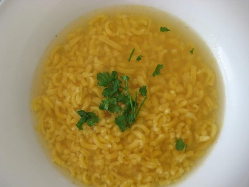 Teleća juha s domaćom taranicom