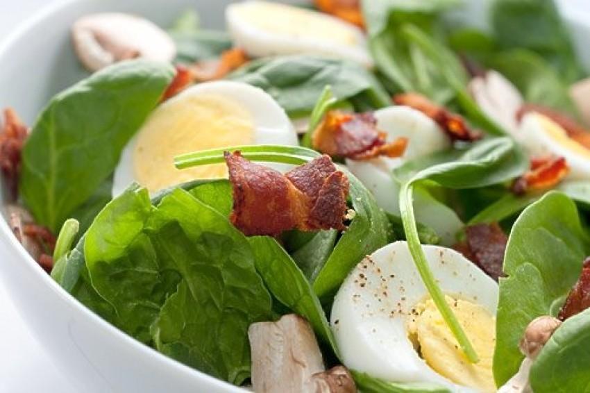 Salata s mladim špinatom