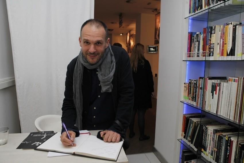U sklopu Noir Festivala, Beograd je ugostio izložbu Double Identity Saše Šekoranje