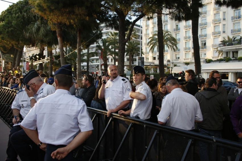 Cannes film festival uz policiju
