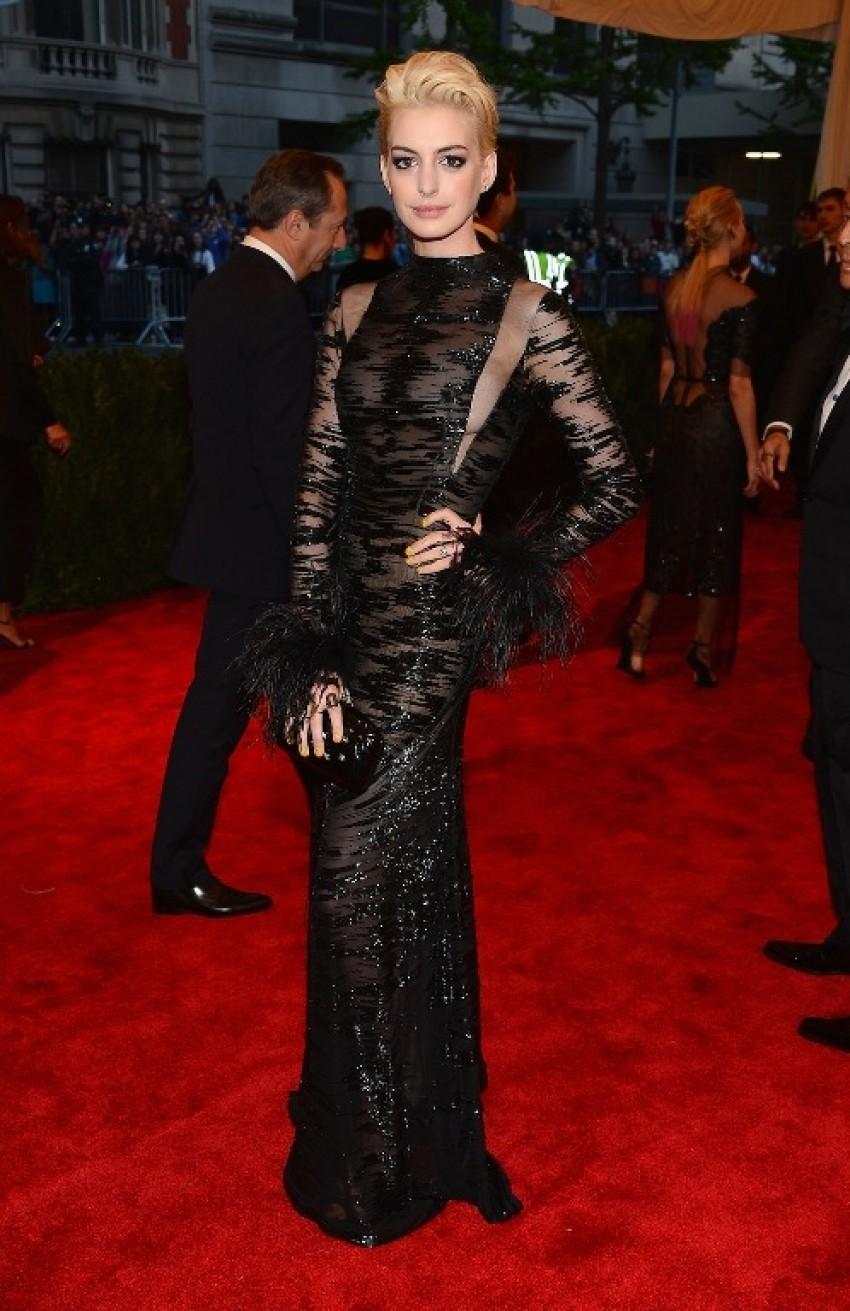 Anne Hathaway u Valentino haljini