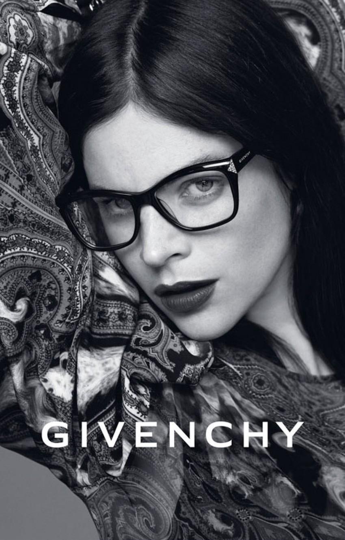 Julia Restoin Roitfeld za Givenchy