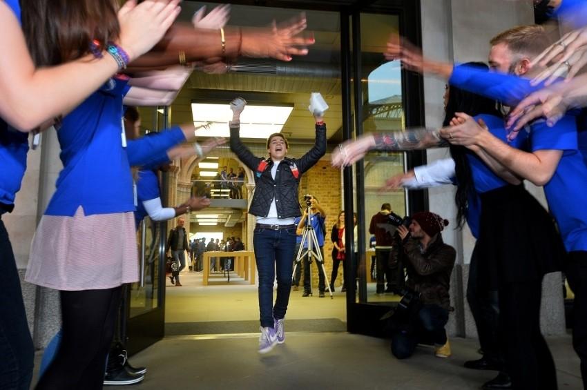 Ovako je to izgledalo ispred Apple trgovine u Londonu