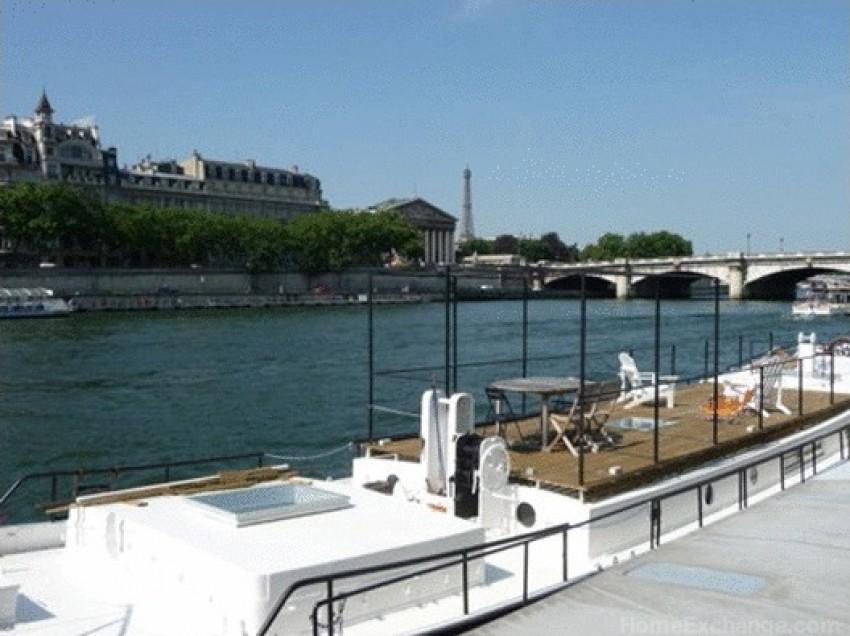 Kuća brod ispod Pont de la Concorde, Pariz, Francuska