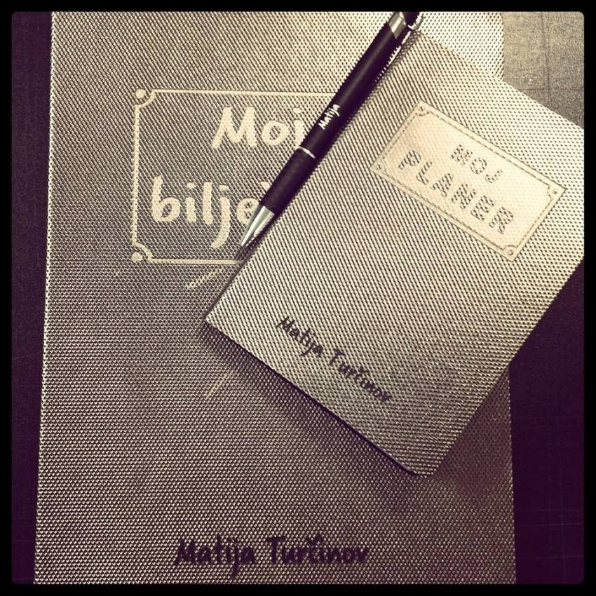 Moj plane, moja bilježnica i moja kemijska