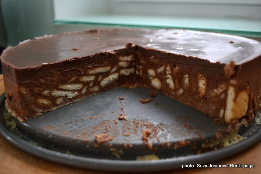 Čokoladna torta s keksima