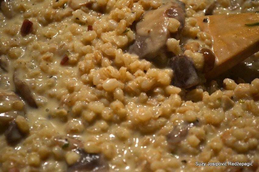 Rižoto od ječma s gljivama i pancetom