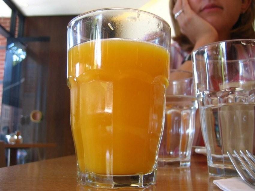 Prirodno cijeđeni sokovi su puno bolja opcija od onih kupljenih u trgovini
