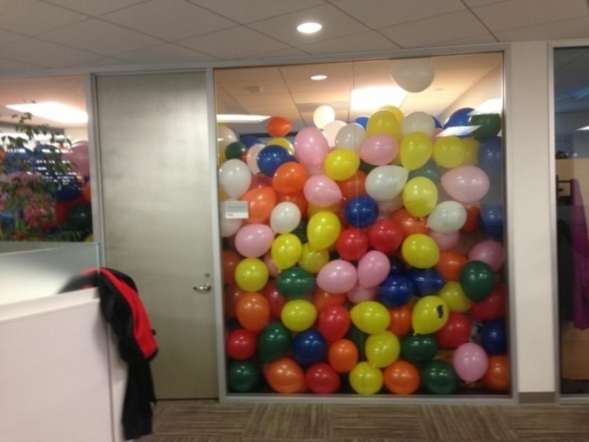 Baloni u uredu