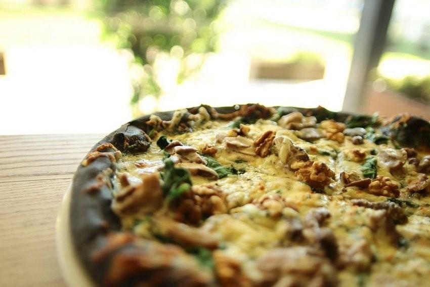 Crna pizza, Druga kuća, Sarajevo