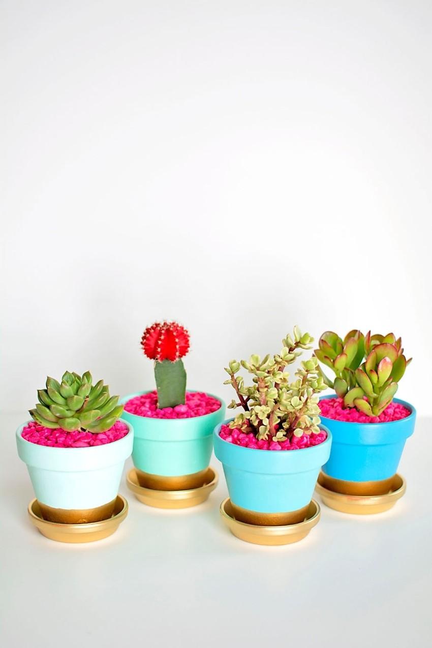 Uljepšajte balkon prekrasnim posudama za cvijeće u par koraka