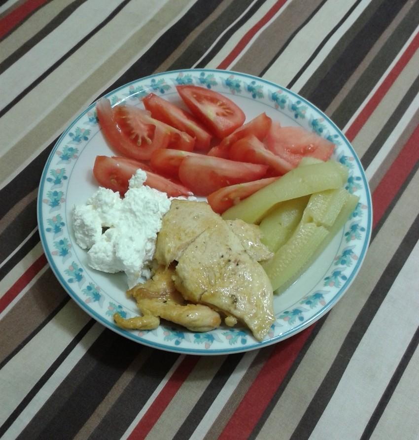 Sexy do ljeta: Piletina na naglo s povrćem i svježim sirom