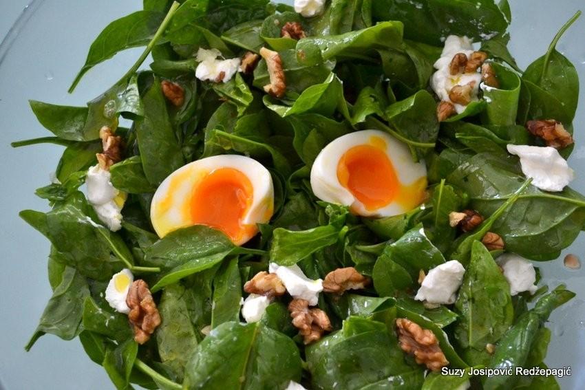 Salata s baby špinatom i jajima