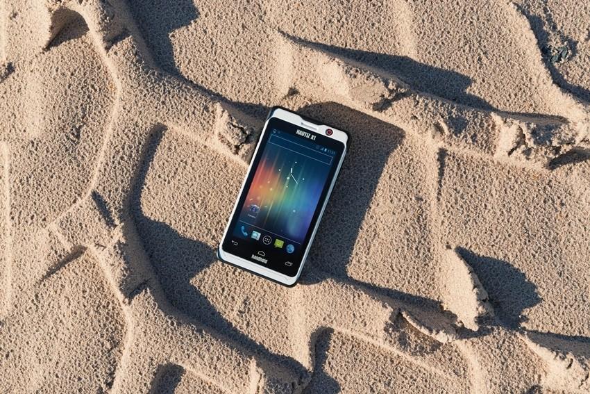 Kako spasiti mobitel od mucica, pijeska i još mnogočega