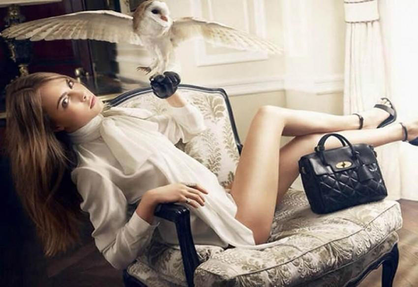 Cara pokazala sve za kampanju svojih Mulberry torbica