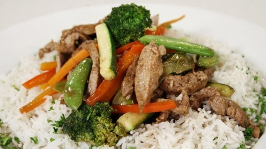 Teletina kuhana u woku s povrćem i rižom