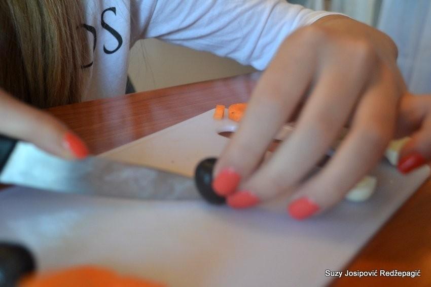 Kako napraviti pingvine od mrkve, mozzarelle i maslina