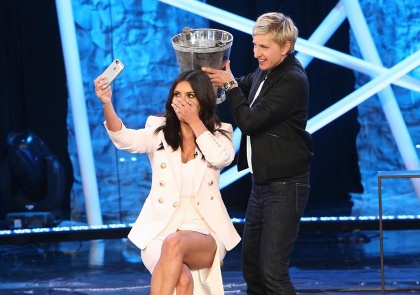 Želite vidjeti Kim Kardashian mokru?