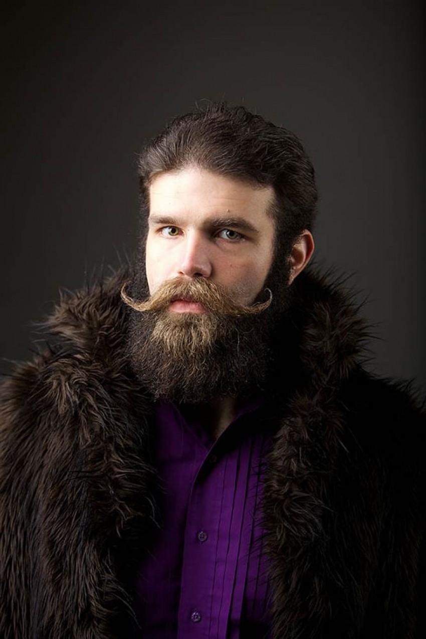 Što je muškarac bez brkova i brade?