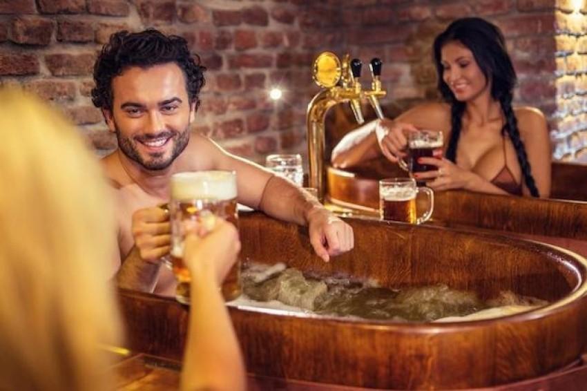 U Pragu možete uživati u pivskim kupkama uz neograničenu pivu