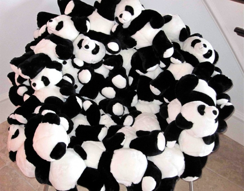 Biste li kupili preslatku stolicu od plišanih pandi?