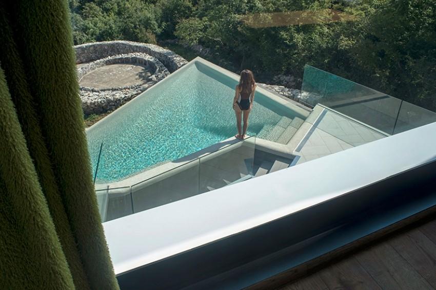 Pogled na bazen i gumno