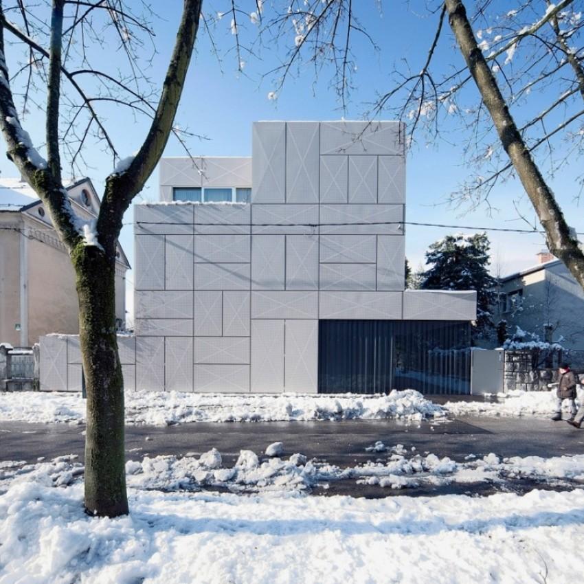 Metalom obavijena kuća u Ljubljani - biro OFIS