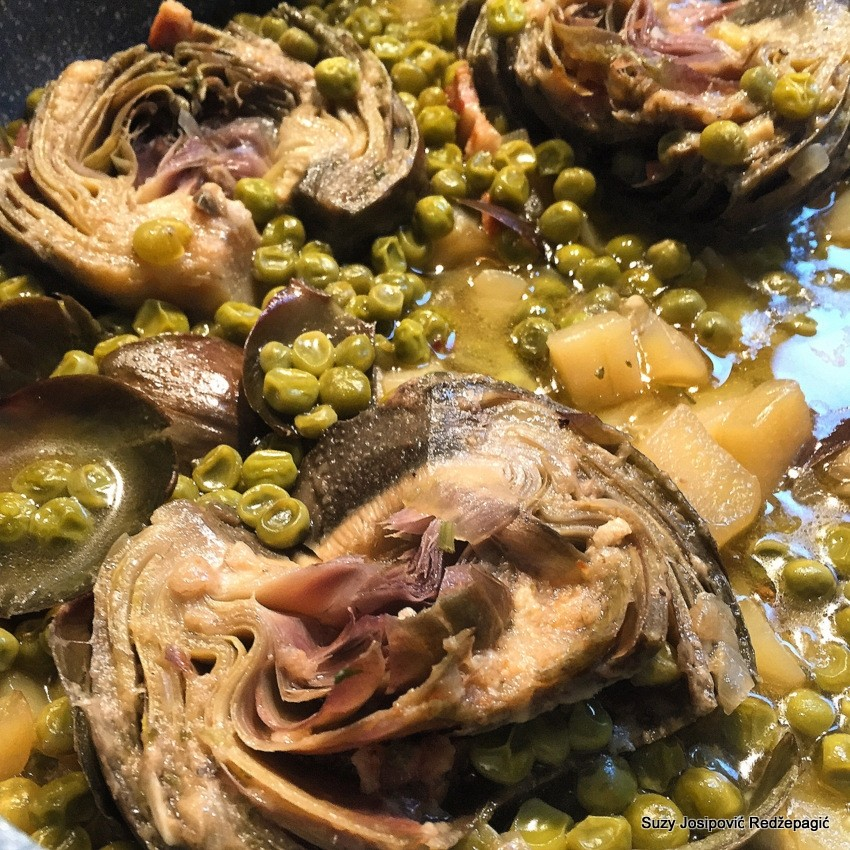 Artičoke s graškom i krumpirom