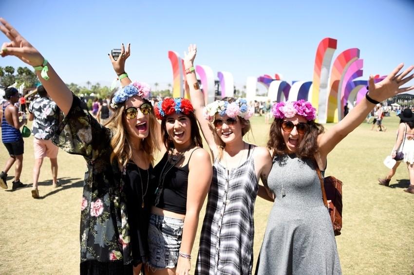Cvijeće u kosi Coachella style