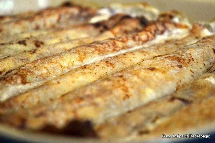 Zapečene palačinke sa sirom i kiselim krastavcima by Suzy Josipović, Mama zna