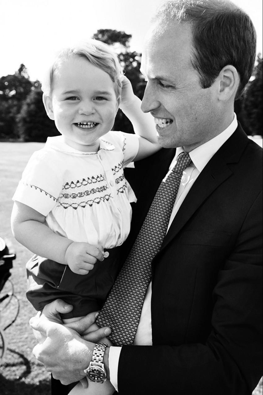 Maleni princ George oteo je svu pažnju!