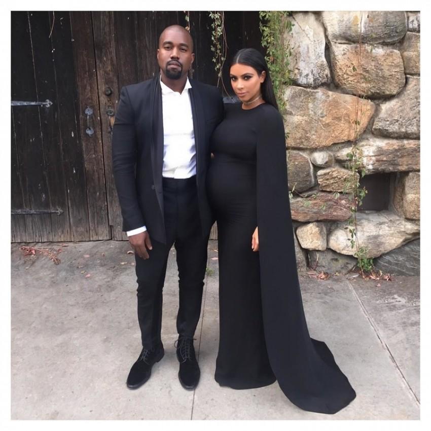 Kim Kardashian u Valentino haljini s plaštom