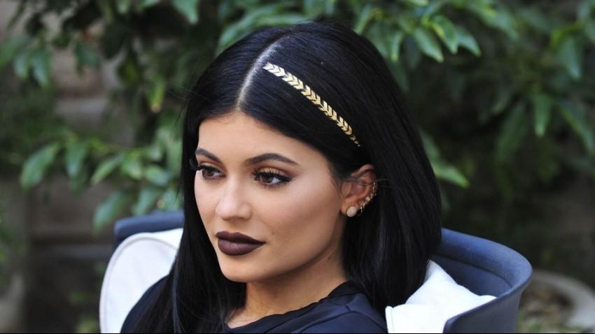 Kylie Jenner obožava nove Flash tetovaže za kosu!