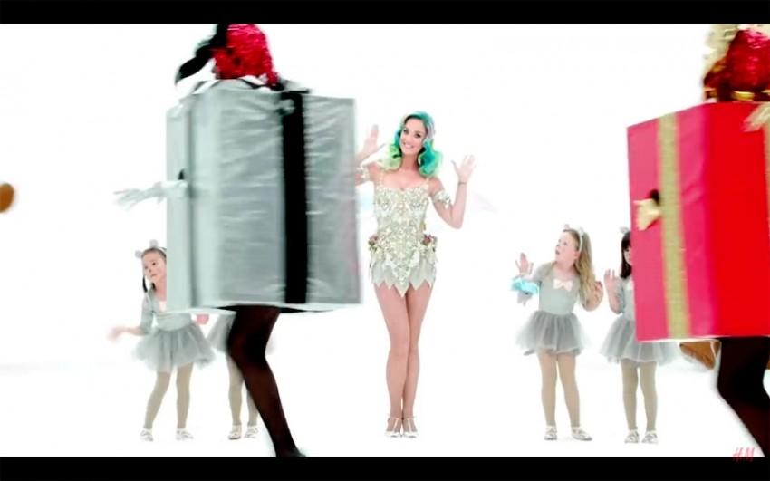 Katy Perry u novoj H&M-ovoj blagdanskoj reklami