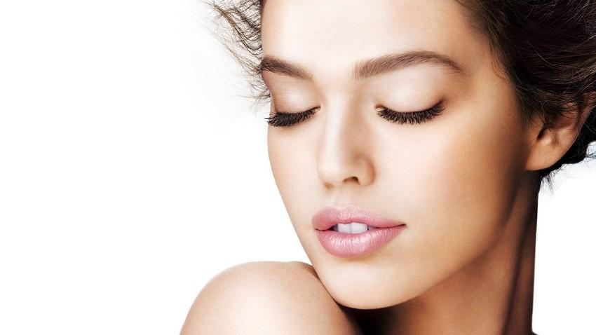 5 makeup trikova koji će izbrisati godine s vašeg lica