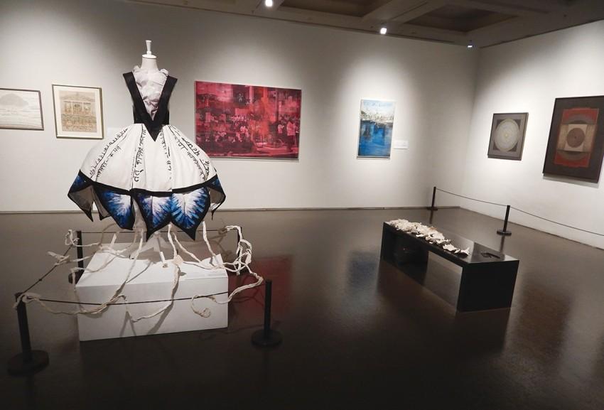 """Umjetnička instalacija """"Mandala of Desires (Blue Lotus Wish Tree)""""  hit je izložbe """"Forms of Devotion"""" postavljene u najvećem kineskom Umjetničkom muzeju u Šangaju."""
