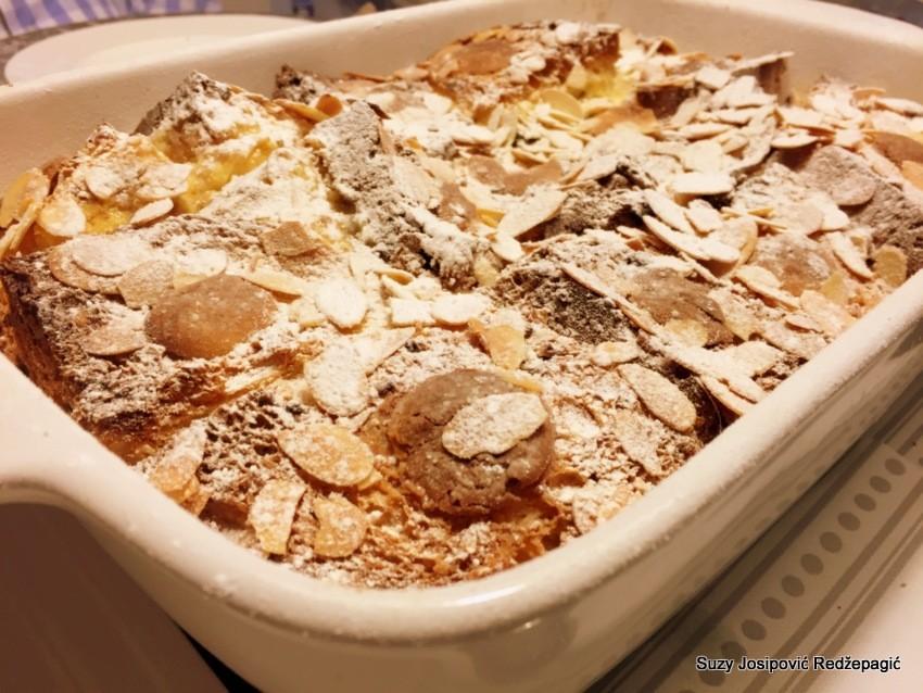 Panettone kolač s bademima, kandiranom narančom i bijelom čokoladom