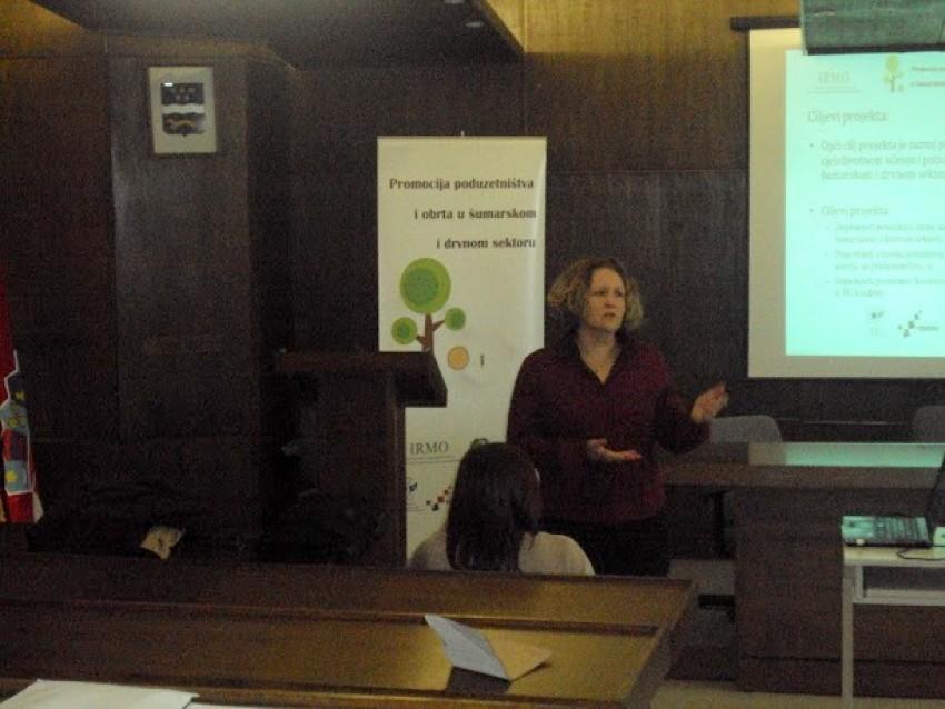 """""""Promocija poduzetništva, cjeloživotnog učenja te novih mogućnosti za šumarski i drvni sektor"""" financiranog iz fondova Europske Unije."""