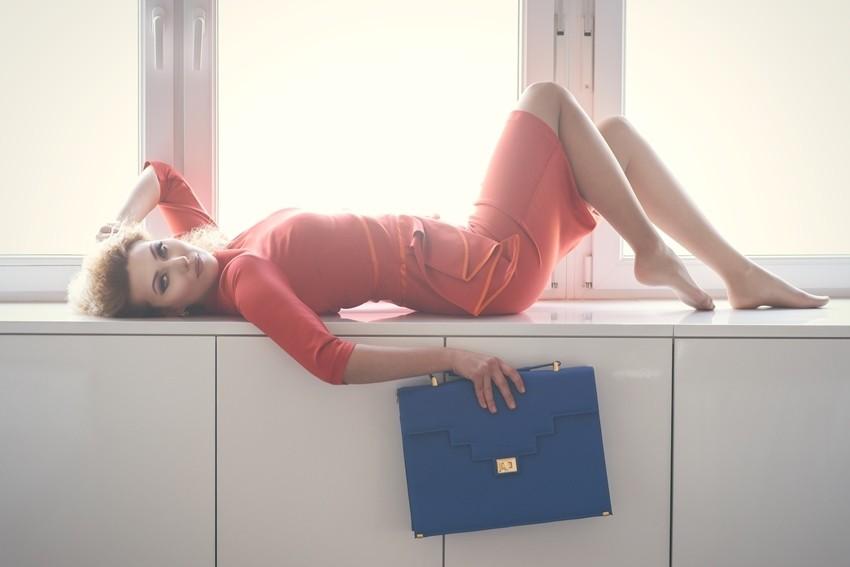 Na domaćoj modnoj sceni dogodila se još jedna odlična suradnja. Modni dvojac Dies Gaudii i dizajnerica torbi Ana Dorotić novom kampanjom dokazuju kako poslovna moda može biti dinamična i inspirativna