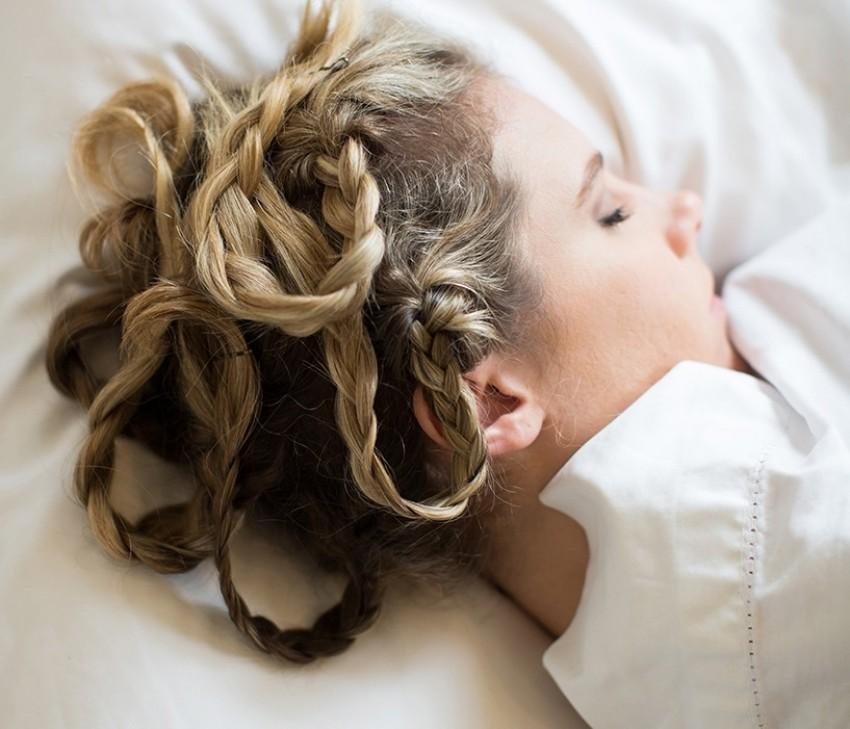 Kako stvoriti savršene valove u kosi (i to u snu)?