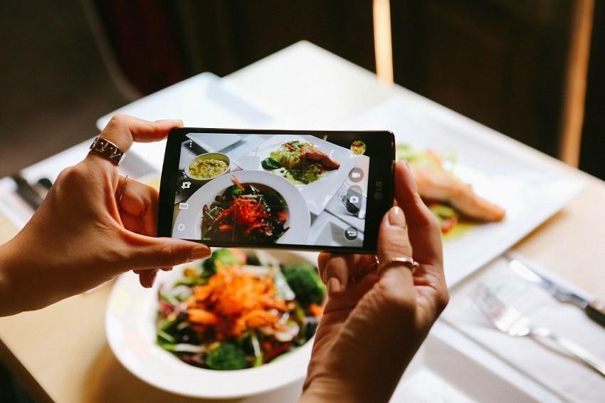 9 stvari koje obožavatelji hrane nikad ne rade u restoranu