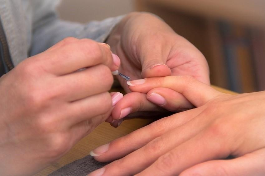 Kako se u nekoliko minuta riješiti žutih noktiju?
