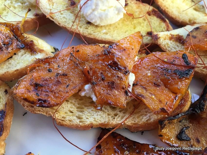 Crostini s ricottom i pečenom bučom - mali zalogajčići sa sirom i pečenom bučom